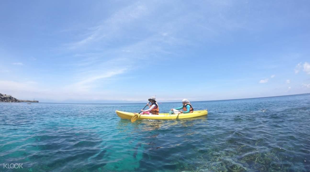 two people kayaking in xiao liu qiu